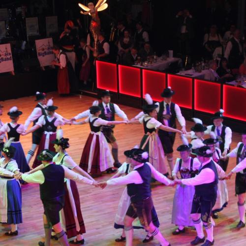 Oide Wiesn Bürgerball:  Trachtvolle Einlage auf dem Tanzparkett