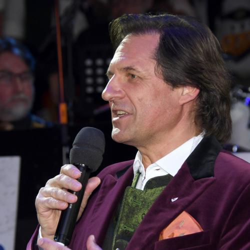 Oide Wiesn Bürgerball:  Schauspieler Winfried Frey führte mit viel Esprit durch den Abend