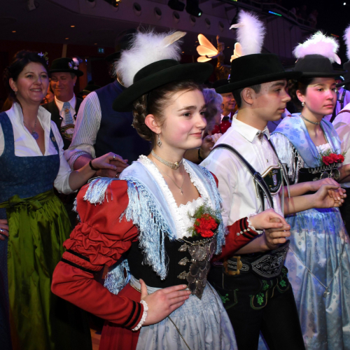 Oide Wiesn Bürgerball:  Zu Beginn gibt es immer den traditionellen Auftanz