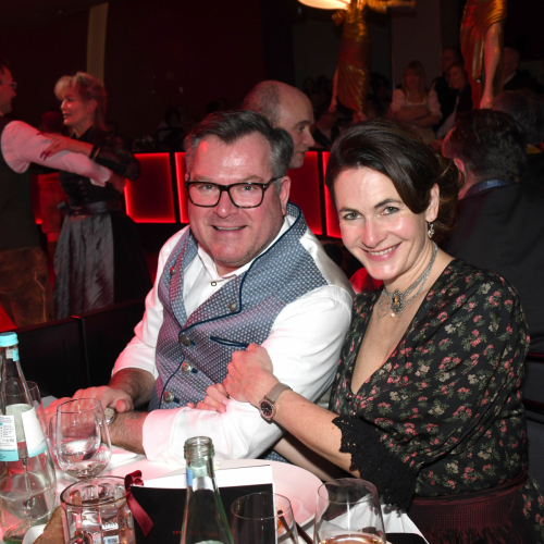 Oide Wiesn Bürgerball:  Landtagsabgeordneter Josef Schmid mit Ehefrau Natalie