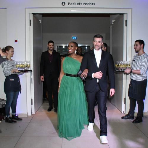 Cast-Einzug auf der Premierenfeier