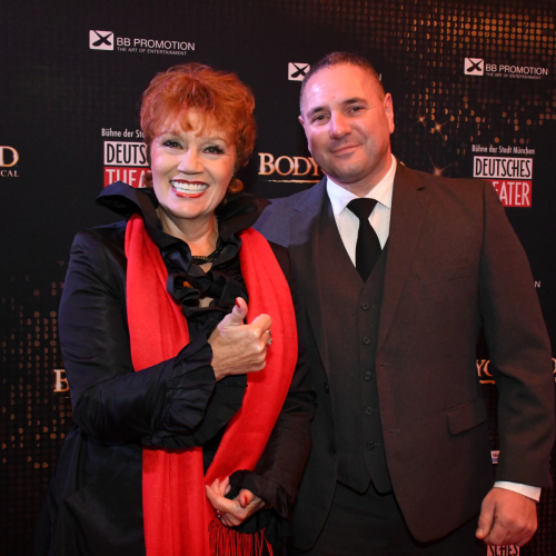 Sängerin Sarah Laux und echter Bodyguard Michael Fesl