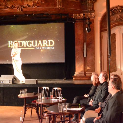 Der Bodyguard Jo Weil (rechts) hat immer ein wachsames Auge auf seinen Superstar