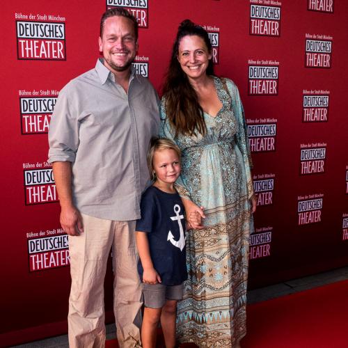 Künstler Bernhard Prinz kam mit Frau und Sohn