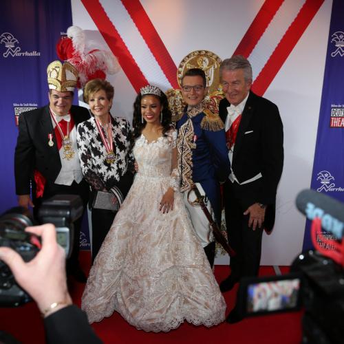 Die Narrhalla-Präsidenten Günther Grauer und Günter Malescha mit dem Prinzenpaar und Ex-Prinzessin Carolin Reiber.