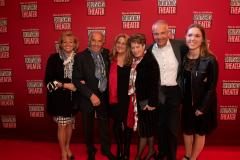 Hofbräuwirt Günther Steinberg und Hofbräu-Direktor Michael Möller mit Familien
