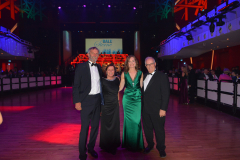 Die Geschäftsführer des Deutschen Theaters Carmen Bayer (2. v. r.) und Werner Steer (links) mit Stadtrat Richard Quaas und Frau Christl