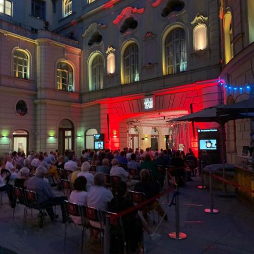 Auftritt Luise Kinseher © Deutsches Theater