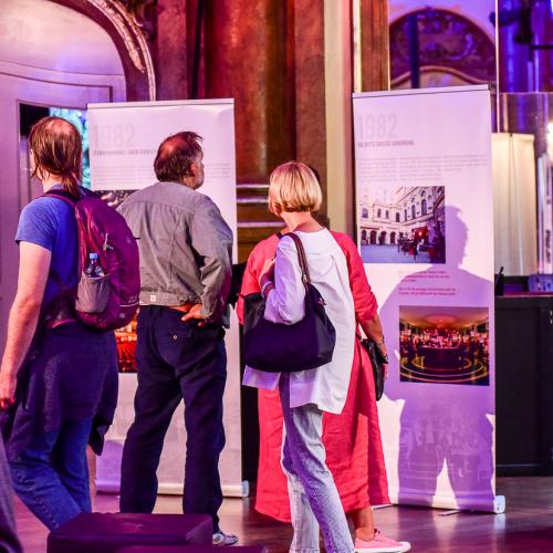 Ausstellung im Silbersaal über die Geschichte des Theaters