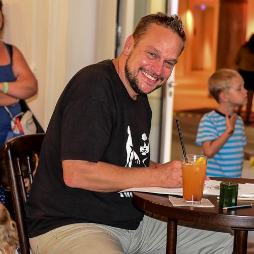 Künstler Bernhard Prinz porträtierte die Sommerfest-Besucher