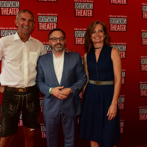 Die beiden Geschäftsführer Werner Steer und Carmen Bayer mit dem Kulturreferenten Anton Biebl (Mitte)