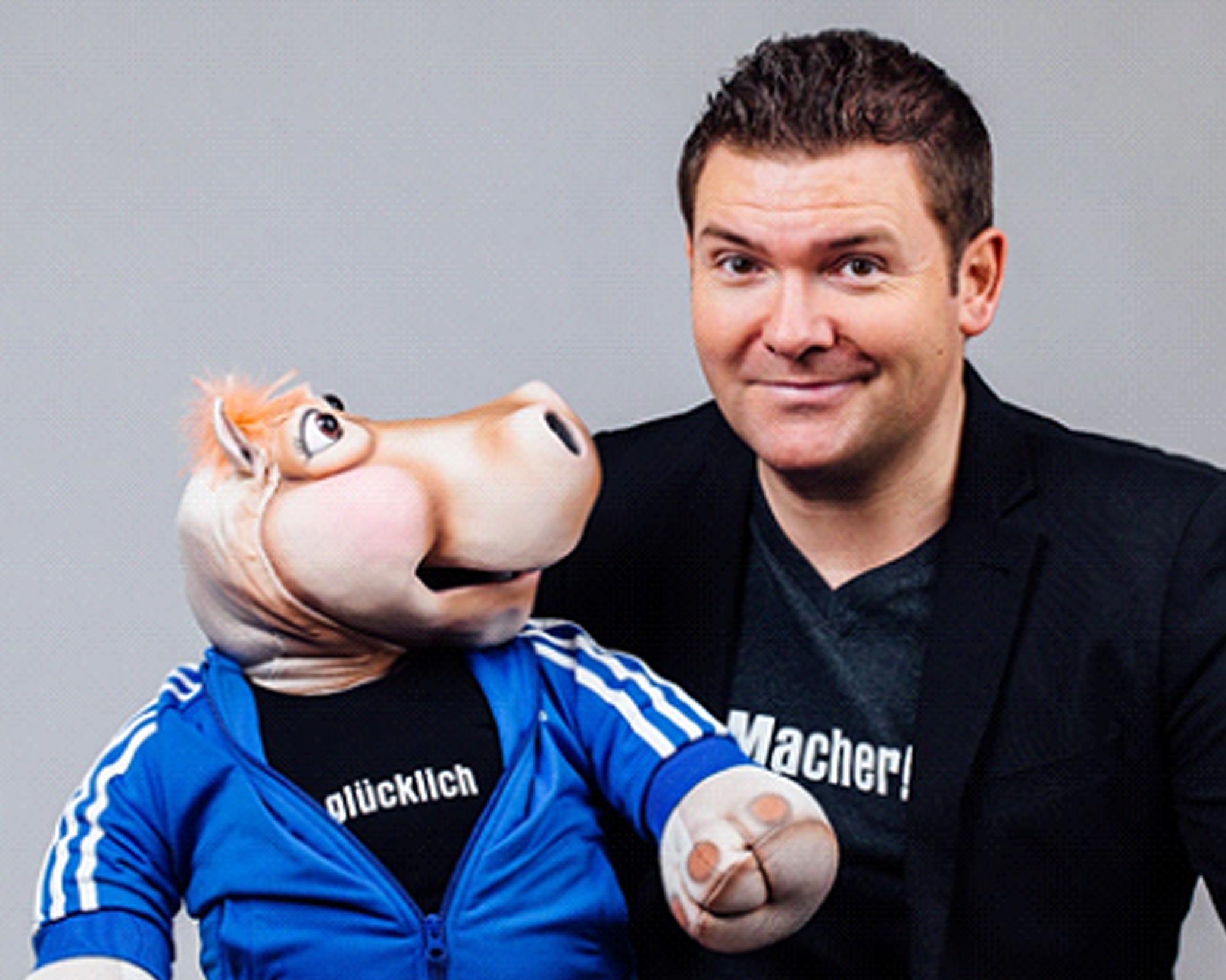 Sebastian Reich mit Bauchrednerpuppe