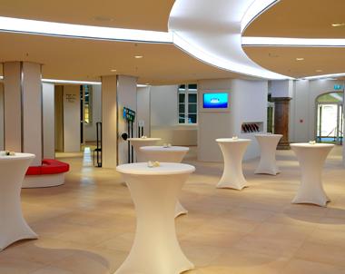 Foyer & Lounge