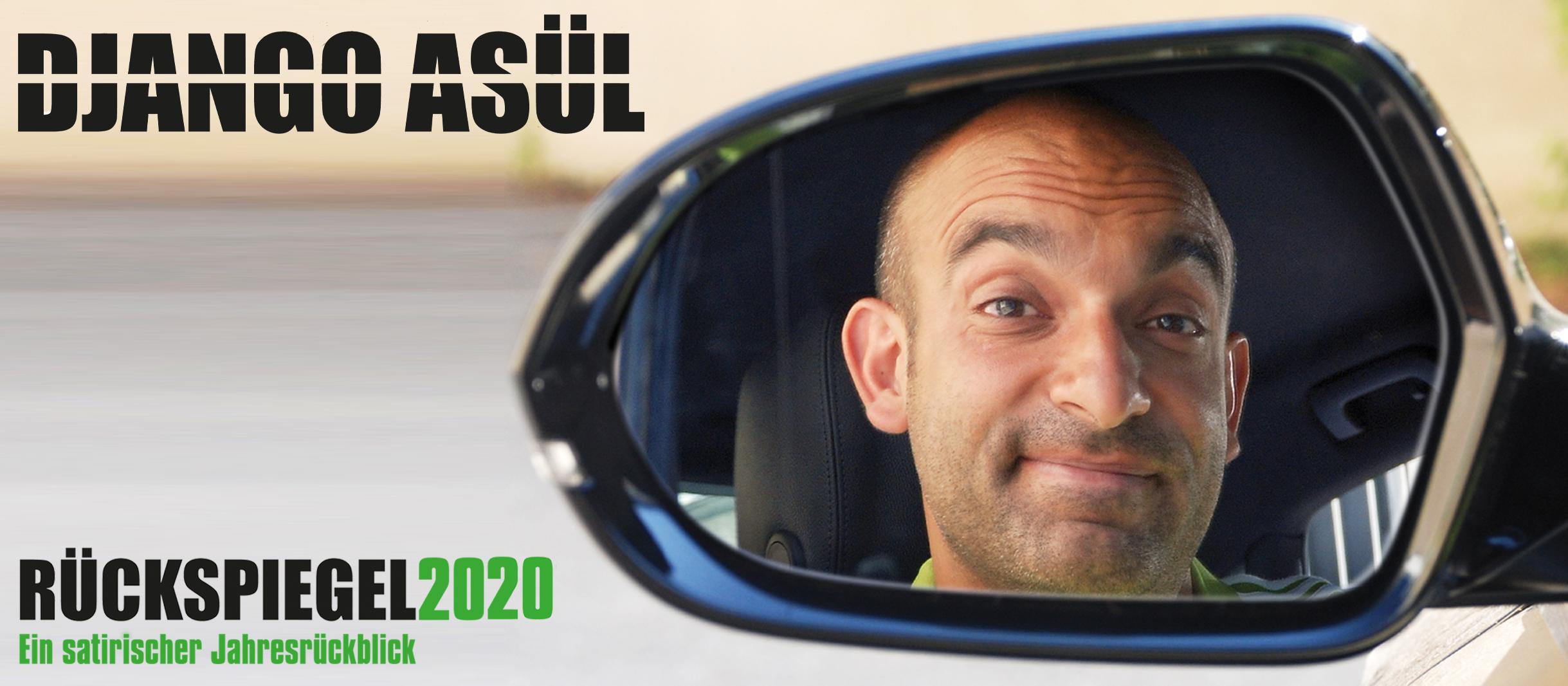Das Plakatmotiv von Django Asül. Man sieht das Gesicht von Django Asül im Rückspiegel eines Autos. Der Schriftzug Rückspiegel 2020 ist abgedruckt.