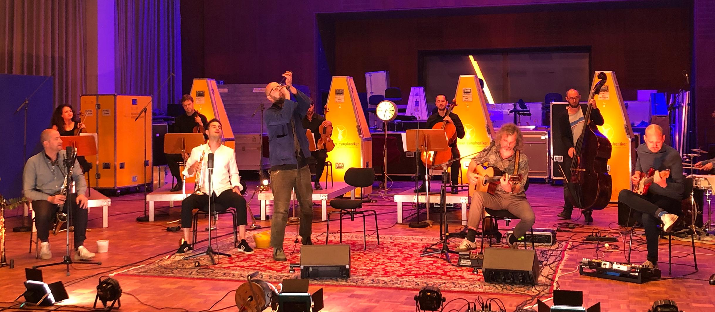 Dreiviertelblut und die Münchner Symphoniker laden nun zum Online-Konzert ein