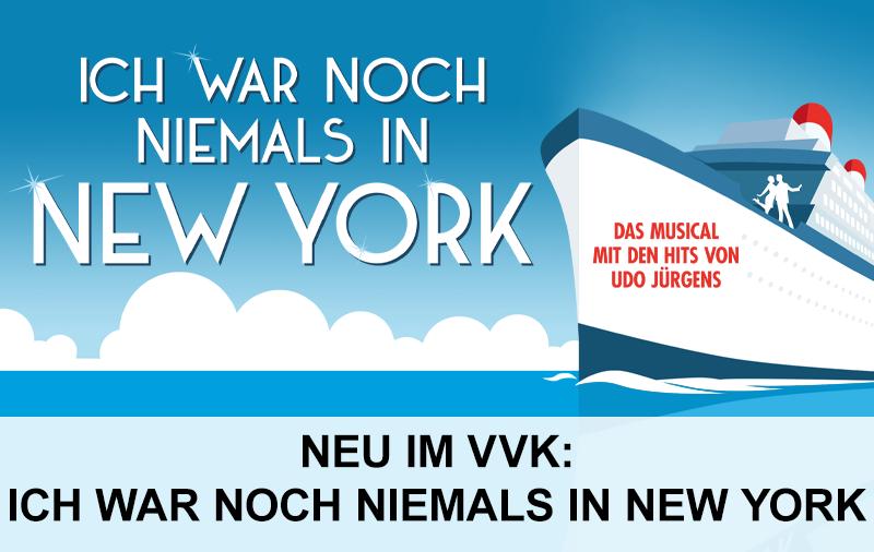 Man sieht ein Kreuzfahrtschiff auf dem Meer mit dem Schirftzug Ich war noch niemals in New York